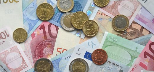 https://commons.wikimedia.org/wiki/File:Euro_coins_and_banknotes.jpg